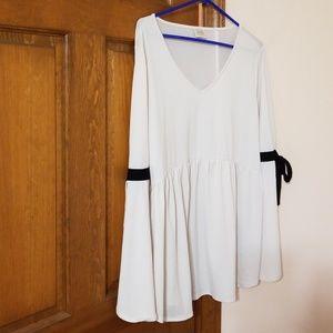 Cupio Tops - Cupio v neck tunic white long sleeved top